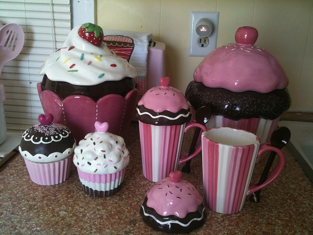 55 best kawaii things images on pinterest kawaii things for Cupcake themed kitchen ideas