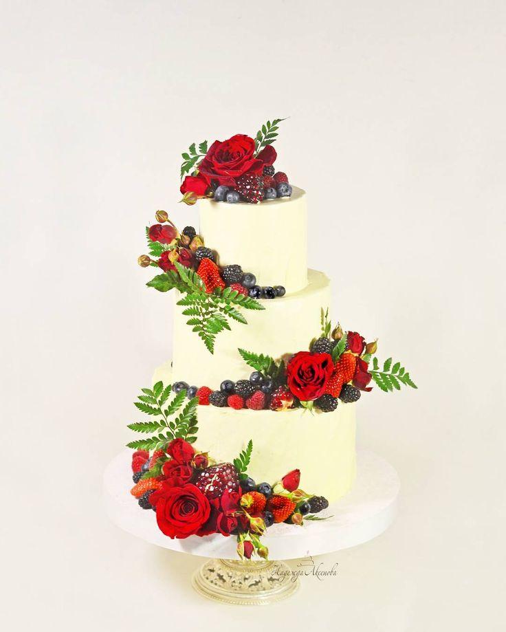 🌿Летние свадебные торты-забываем о колориях💗 доброе утро🌻 ____ #axenova_cake ______________ Ванильное облако🍦🍫🍦живые цветы 🌿🌹🌿ягоды🍓🍒🍇🌿 ____ #свадебныйторт ____________ #тортбезмастики#тортсягодами#тортсцветами#weddingcakedesign#weddingcake#flowercake#moderncake#artcake#cakeoftheday#cakestyling#instacake#cakeinstyle
