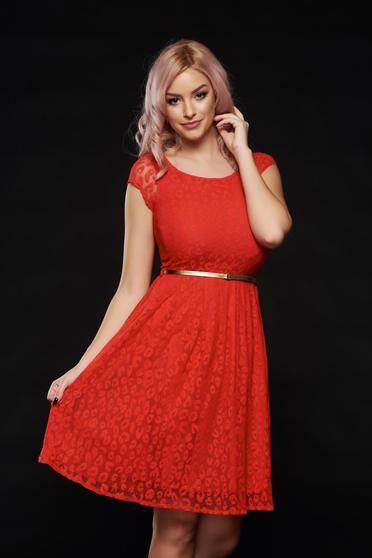 Rochie PrettyGirl rosie de ocazie in clos din dantela - Rochie de ocazie, din dantela captusita pe interior potrivita pentru cununii civile, banchet, nunta sau botez. Este o rochie simpla dar eleganta, pe care o pune in evidenta cureaua dar si accesoriile pe care le vei purta. Lungime rochie: 78 cm de la axila pana jos.