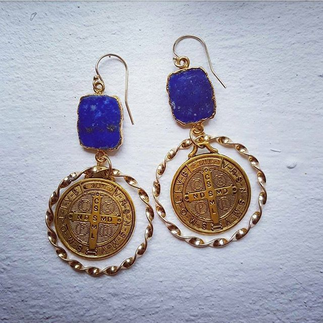 Lapis, gold and bronze medalion earrings. My new fave 💓 Available for purchase online now ☝ #jewellerymaker #zoealexandria #bohemejewels #madeinbondi #earrings #goldfilled #gemstone #lapislazuli