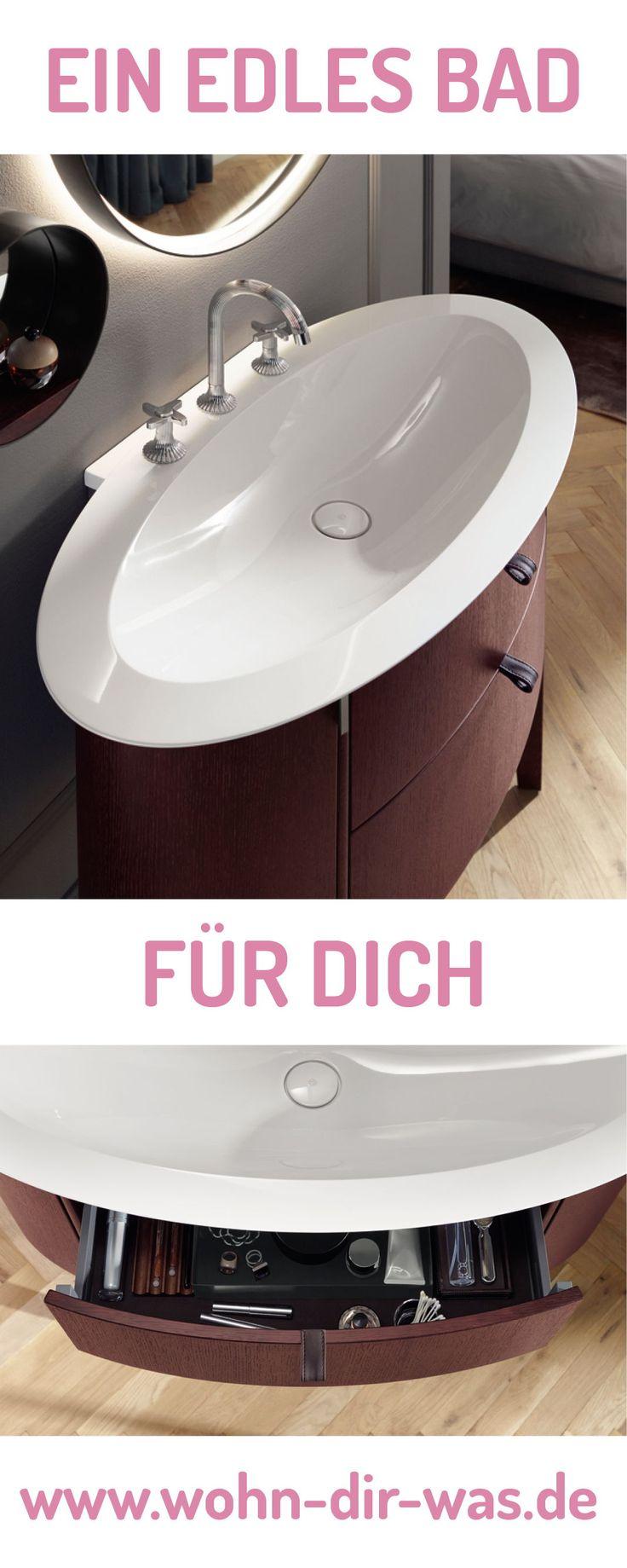 Dunkle Brauntöne kontrastieren sehr gut mit hellweißer Badausstattung. So bekommt dein Bad ein spannendes Aussehen und wirkt jeden Tag frisch. Lass dich von weiteren Badideen inspirieren: www.wohn-dir-was.de  Bildmaterial: (c) Burgbad