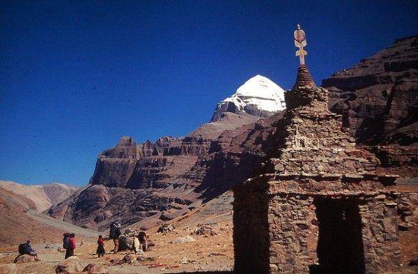 チベット カイラス山は、仏教、ボン教、ヒンドゥー教、ジャイナ教で聖地とされる