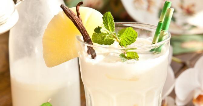 Recette de Cocktail Pina Colada sans alcool au jus d'ananas et lait de coco. Facile et rapide à réaliser, goûteuse et diététique.