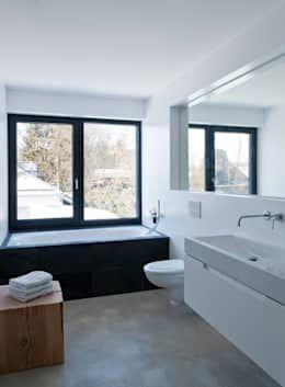 einfamilienhaus am wörthsee : moderne Badezimmer von gramming rosenmüller architekten