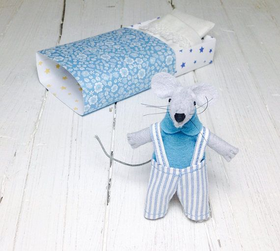 Kids gift tiny stuffed mouse bed small felt animals stocking #feltanimals #feltmouse #toys #kidsgift #dollhouse