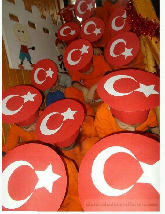 Türk bayraklı şapka...bayrağımız başımızın tacı...