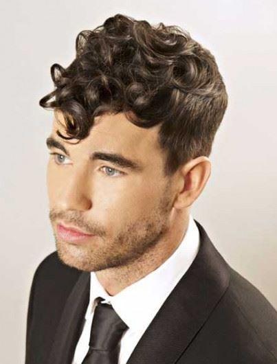 Capelli mossi Uomo: come pettinarli? I Consigli degli HairStylist Capelli mossi uomo