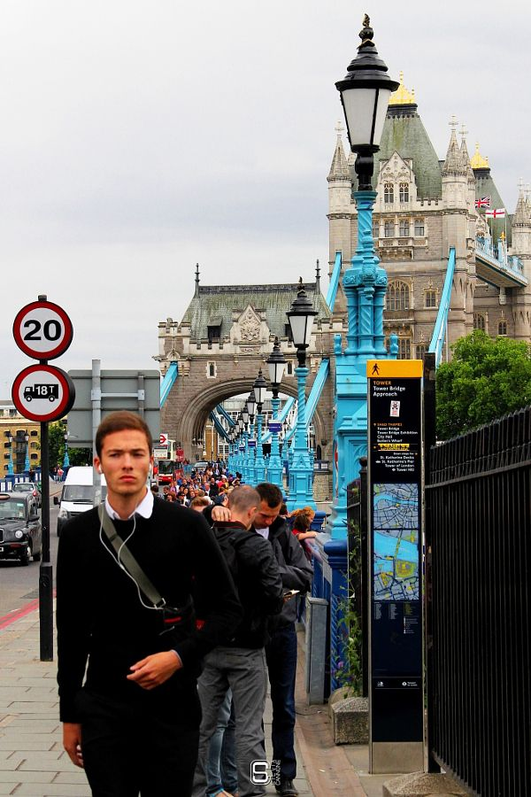 Cloudy Day by Silvia Cannone  #London #street #streetphotography #photography #reportage #tourisme #Cloud #2013 #people