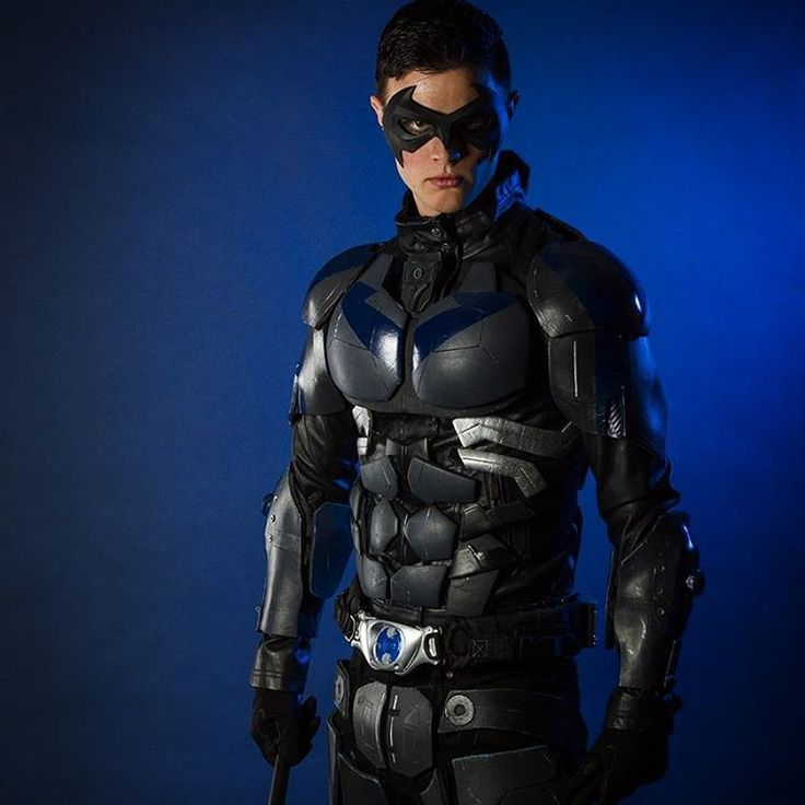 """Throwback to my shoot with @jhaasphoto a while back.  Fun fact: this was actually my very first time fully suiting up as Nightwing.  Mask by @tigerstonefx…"""