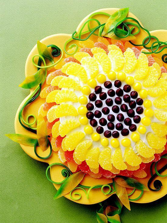 Sunflower Cake: Cakes Mixed, Recipe, For Kids, Sunflowers Cakes, Fruit Snacks, Sweet Desserts, Yellow Cakes, Sunflower Cakes, Birthday Cakes
