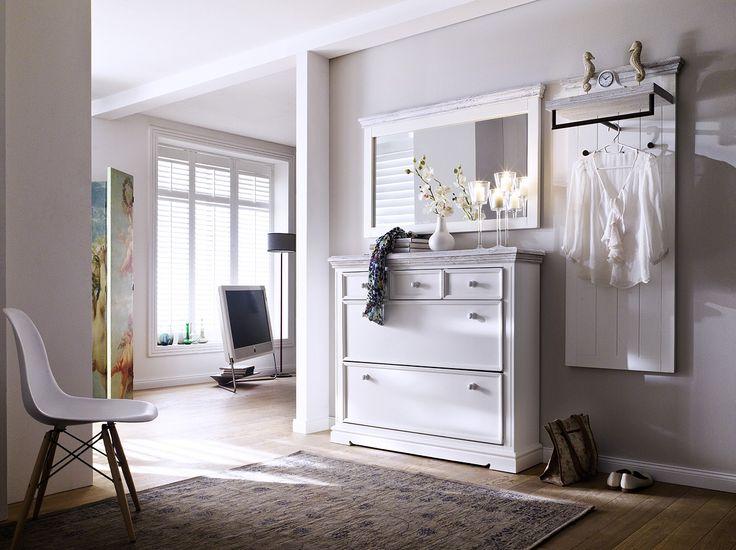 Schuhschrank Elsa II Massivholz / Kiefer weiß passend zum Möbelprogramm Elsa 1 x Schuhschrank mit 3 Schubkästen und 2 Klappen Maße: B/H/T ca. 125 x 110 x 30 cm...  #flur #garderobe