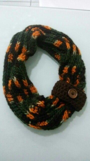 cuello a crochet  con botón