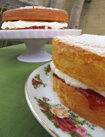 How to bake a sponge cake