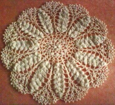 Pretty Lace Wheat Doily        http://dessydinata.weebly.com/8/post/2008/11/pretty-lace-wheat-doily.html