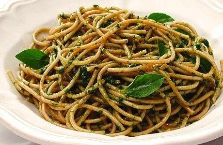 Espaguete integral com pesto de rúcula | Panelinha - Receitas que funcionam