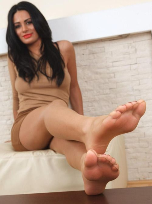 Want 3some foot in nylons sexy this sounds about