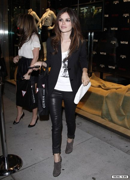 I ♥ Rachel Bilson's style. She always looks so cool.