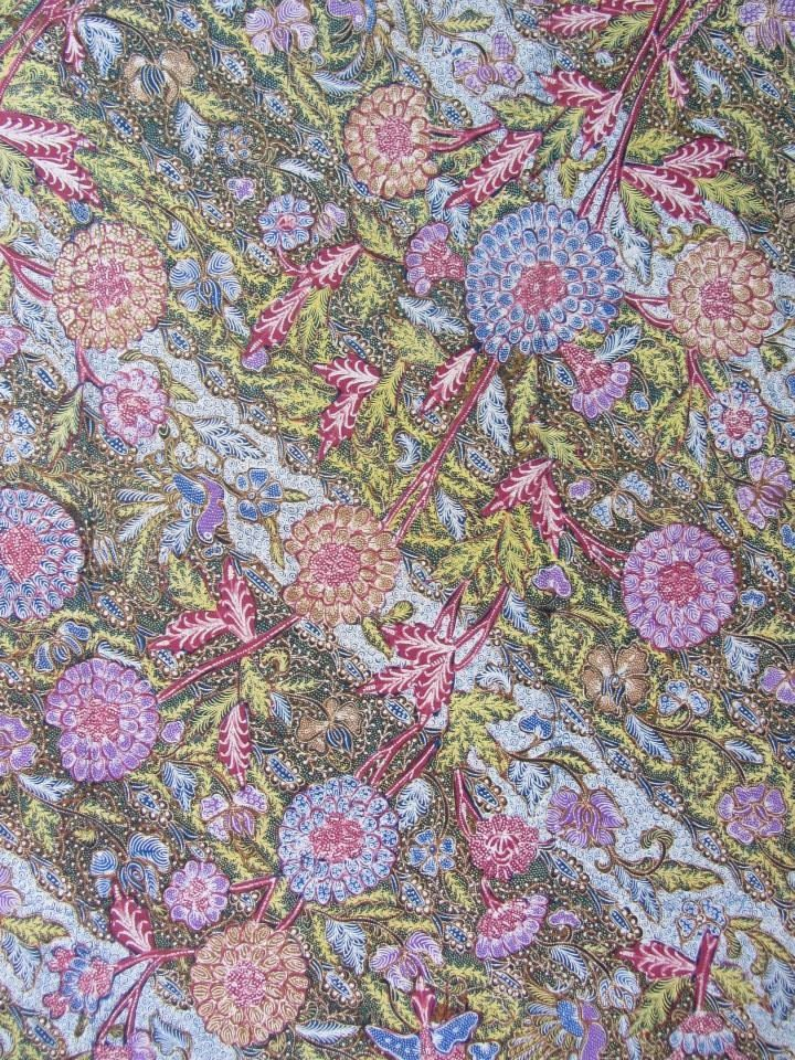 Baby blue tiga negeri, Ukel background. Signed Tjoa Siang Swie. Handrawn Indonesian Batik. ❤ It so much