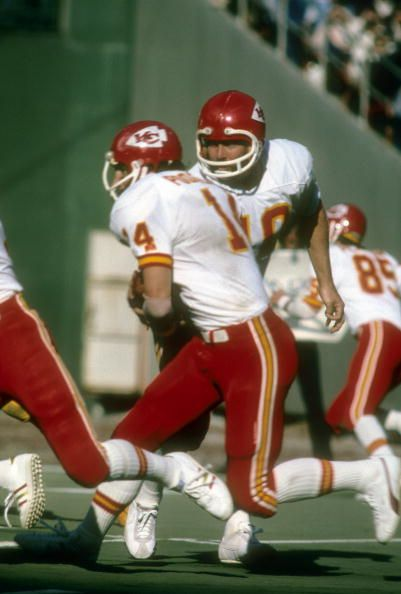 Running Back Ed Podolak of the Kansas City Chiefs takes the hand off from quarterback Mike Livingston