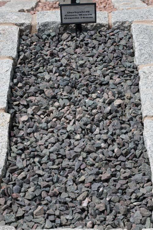 Decorative Aggregates | Derbyshire Green Mauve Granite Chippings 14mm | Products | Bannold.co.uk