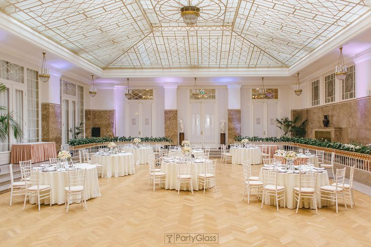 Classic style wedding reception | PartyGlass