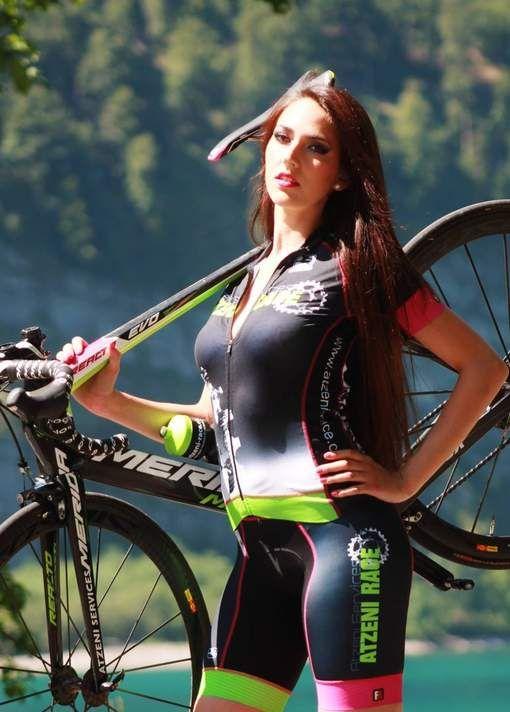 Zo sexy was het wielrennen bij de dames nog maar zelden - HLN.be