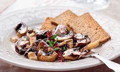 Não sabe o que preparar para jantar com os seus amigos? Experimente esta receita de cogumelos salteados com caju.