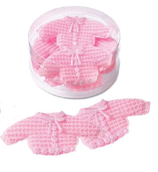 Super søde små lyserøde baby trøjer som er hæklet. De er helt perfekte som barnedåbspynt på festbordet til jeres barnedåb og baby shower og de kan købes her hos Sjovogkreativ.dk