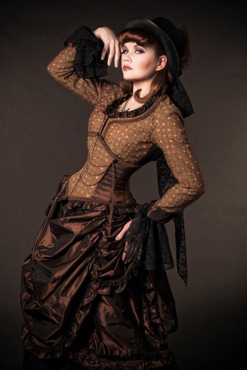 Elegant steampunk ensemble -- though the pinup-y makeup is a bit jarring.