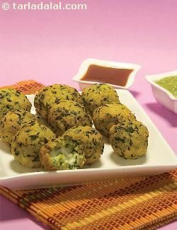 Mildly-flavoured dough of besan and fenugreek leaves, is stuffed with a rich filling of paneer and raisins, and deep-fried till golden brown. The soft interior and crunchy covering of the stuffed methi paneer pakoda is indeed an enticing balance that pulls you to pick more from the platter! relish these pakode with a hot cuppa of tea!
