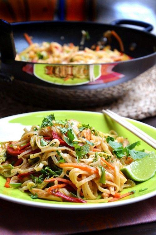 Thai csirkés-zöldséges tészta