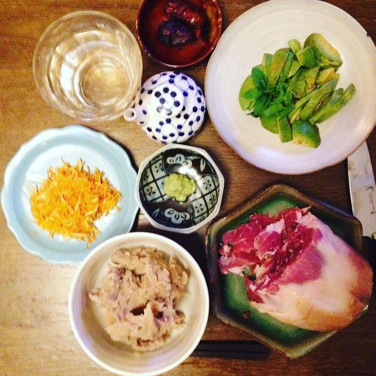 ミックス定食みたい  生ハム  にんじんと干パパイヤのシリシリ  アボカド刺身  蕎麦がき  #keikoswashoku #keikomme #foodie #delicious #yummy #washoku #dinner #japanfood #foodporn #okinawa  #italia #soba #fresh #wasabi #prosciutto  #crudo #healthyfood #ケイコ飯 #夕食 #晩飯 #ヘルシー #和食 #イタリア #沖縄 #料理 #美味しい #FB #pin