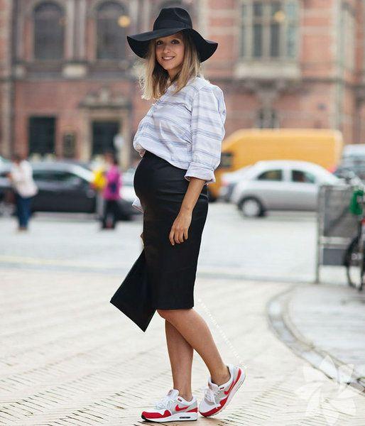 Tarzınıza göre hamile kıyafetleri giydiğinizde inanılmaz şık görüneceksiniz. İşte sokak modasında karelere yansıyan hamile kombinleri.