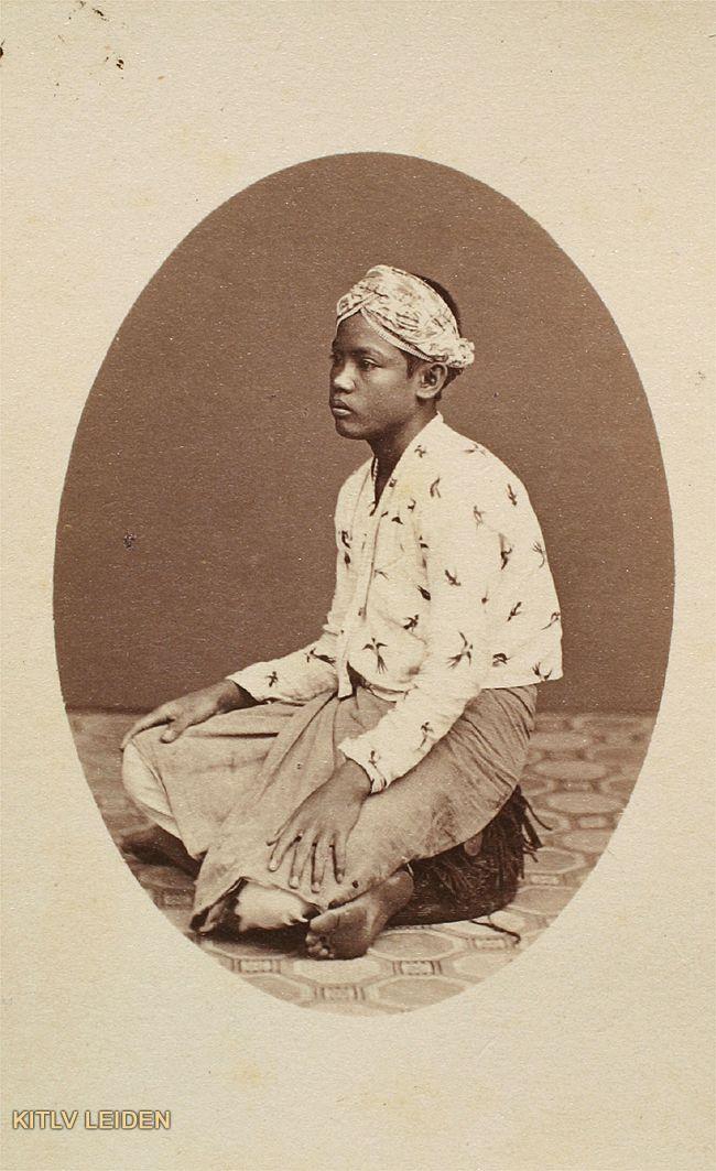 Huisbediende te Batavia, servant at Batavia (now Jakarta), Indonesia