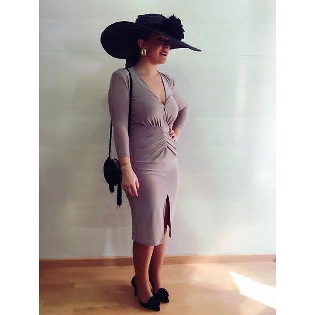 Cuando la sencillez y la elegancia suman ➕➕➕ Ideal Almudena con maxipamela negra 😍😍😍 #Invitadastoscana   #BeToscana💚