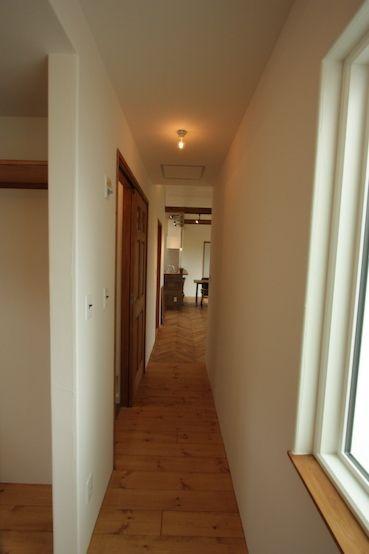渡り廊下のあるコンパクトでかっこいい平屋 茨城で注文住宅なら自然