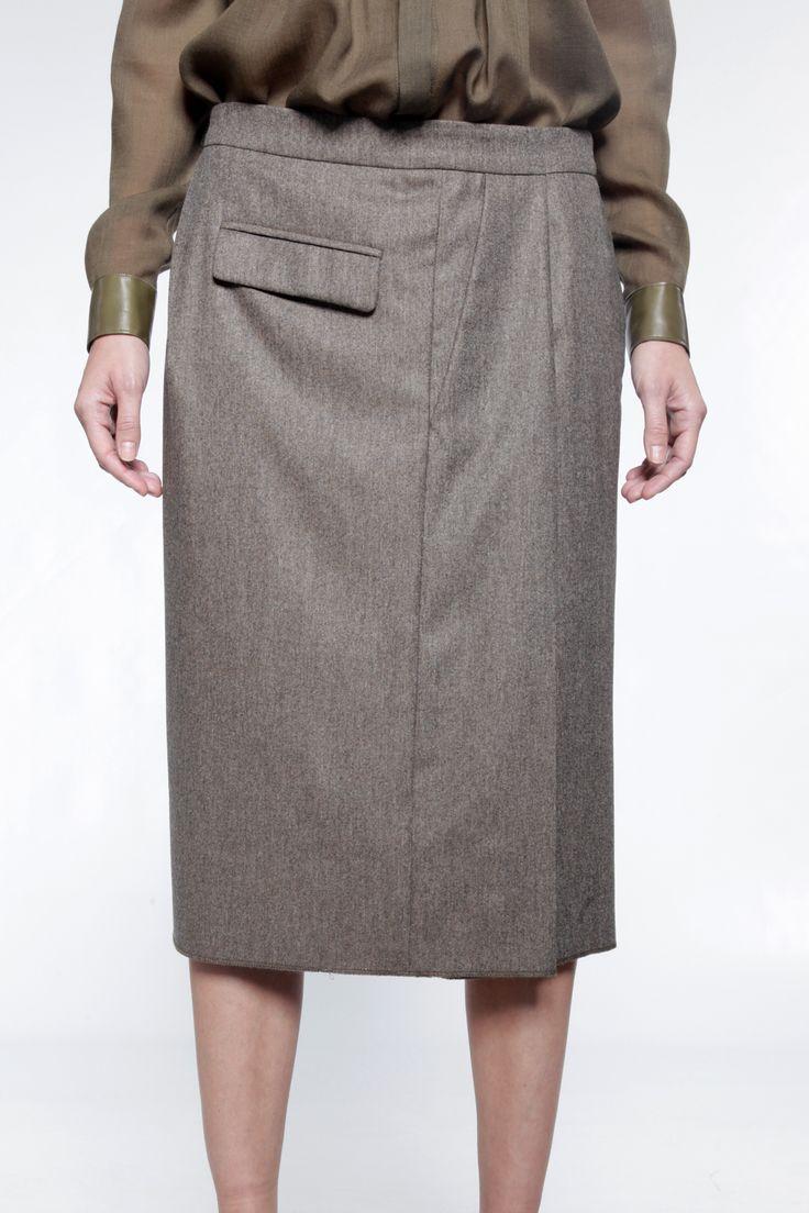 Jupe lainage à effet pantalon, formant un portefeuille.