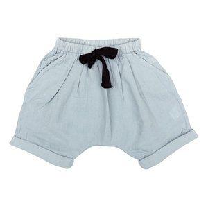 Blauw broekje vanTocotó vintage. Elastiek in de taille (niet-verstelbaar). Niet gevoerd.     Geproduceerd in: Portugal   Artikelnummer: S1415...