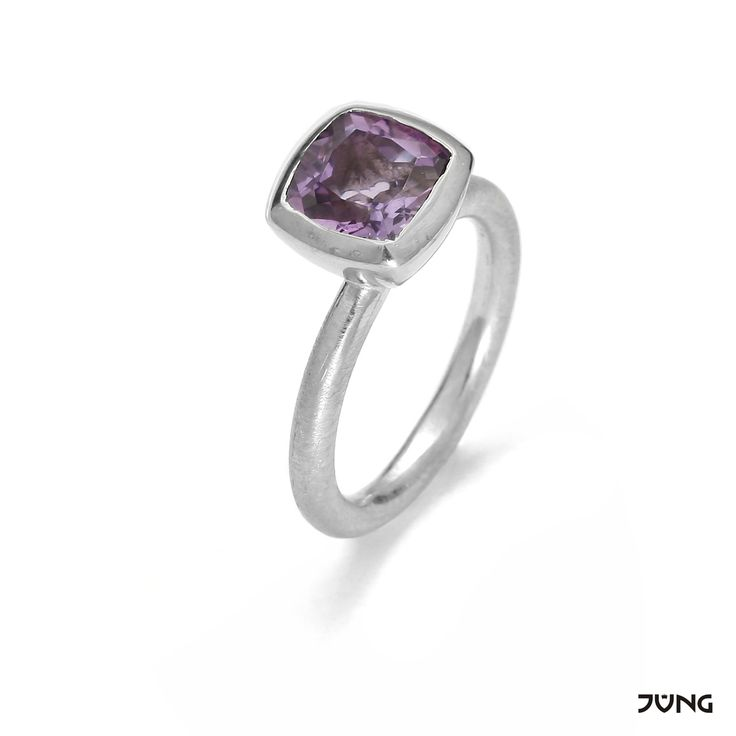 silver ring with amethyst 8x8 mm