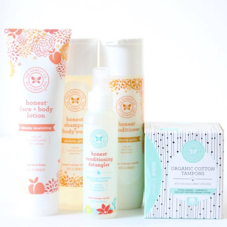 Reviewing My Essentials Bundle from the Honest Company for April 2016, a monthly subscription box of safer, affordable, eco-friendly products that are also really gorgeous.