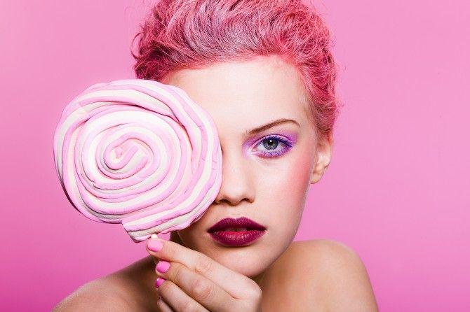 Winter 2012/13 by Jolie: Ink Me Pink. (Lollipop: Karkkikauppa Sweetheart. Makeup: Katja Kokko. Hair: Piia Hiltunen. Photo: Paavo Lehtonen. Model: Anastasia/Paparazzi.)