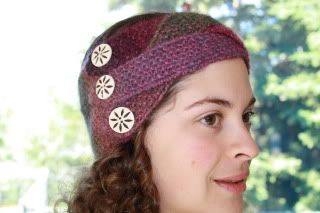 Easy knitted headband that looks like a work of art.