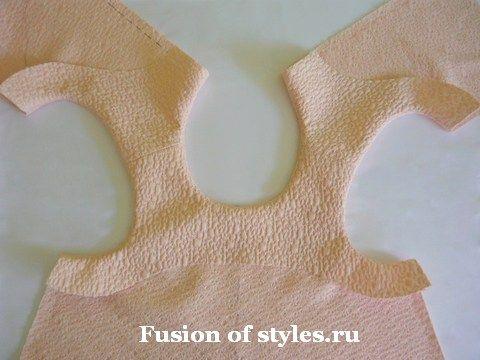Обработка горловины и проймы цельнокроеной обтачкой