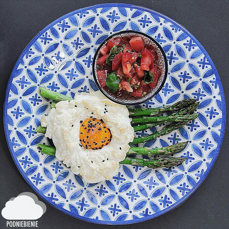 ☁️CLOUD EGG☁️ Najnowszy śniadaniowy hit na instagramie🥚🥚🥚#cloudeggs #jajkochmurka #PodNiebienie #szparagi #asparagus #jajka