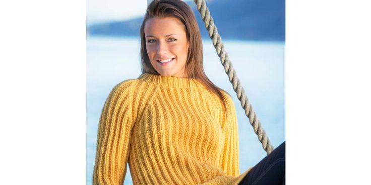 Strikker du denne skjønne genseren i en solgul farge, får du kjapt den rette stemningen i påsken!