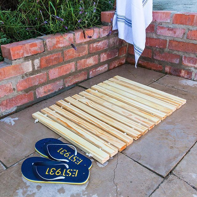 Summer is for catching some sunshine. Make this #DIY mat with wood and rope, to help keep the sand out the house! #BuildersSummerDIY step by step instructions on the website. Link in our bio.  #summer #outdoors #DIYgarden  #summerDIY #sumerfun #funinthesun #beachtime #familyfun  https://goo.gl/J50ULS