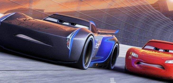 A Disney e Pixar liberaram quatro novas imagens e três novos vídeos de Carros 3, a segunda sequência da franquia bilionária da Disney. Nela, podemos ver Relâmpago McQueen e os novos carros modernos que serão apresentados no filme, como Cruz Ramizes e Jackson Storm. Conforme revelado pela Pixar algum tempo atrás, no terceiro filme, Relâmpago …