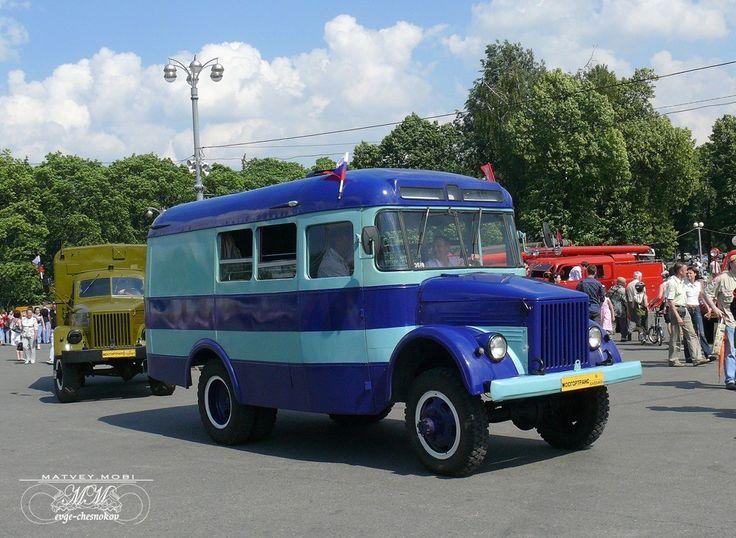 Служебный автобус КавЗ-663 (1967-1970 гг.) наверняка знаком ветеранам правоохранительных органов. Судя по компоновке салона и решёткам на окнах, этот экземпляр мог использоваться в системе МВД или ГУИН.
