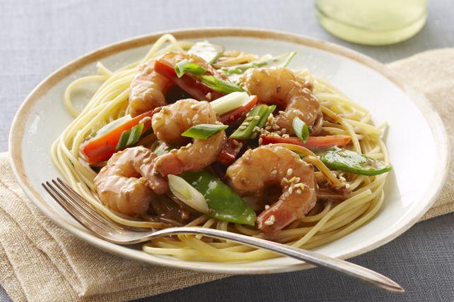 Prête en tout juste 30 minutes, cette délicieuse recette asiatique est composée de crevettes sautées, de nouilles et d'une sauce à l'arachide et au sésame. Oubliez les mets à emporter; cuisinez à la maison un plat digne du restaurant!