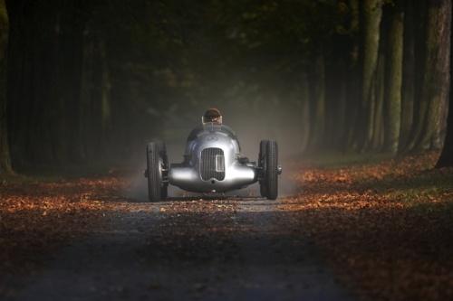 Fall has never looked betterArrowstreamlin Mercedesbenz, Mercedes Benz, Vintage Cars, Back Roads, Classic Mercedesbenz, Cars Photos, Merc Benz, Mercedesbenz W25, Silver Arrows